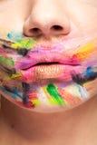 Kanter i slut upp med färger över hela munnen royaltyfria foton