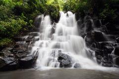 Kanto Lampo瀑布在巴厘岛,印度尼西亚 库存图片