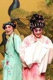 Kantonesisch-Opernkünstler mit buntem Make-up und schwierigen Kostümen Lizenzfreie Stockfotos
