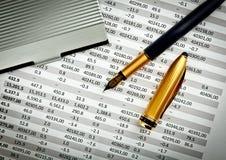 Kantoorbehoeften en financieel document Royalty-vrije Stock Foto
