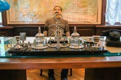 Kantoorbehoeften op het bureau dat van Stalin wordt geplaatst ` s Stock Afbeelding