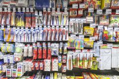 Kantoorbehoeftenproducten voor verkoop in een supermarkt worden getoond die Royalty-vrije Stock Foto