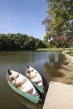 Kanu auf dem Fluss Stockfotos