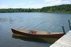 Kanu auf dem See Lizenzfreie Stockbilder