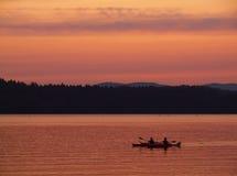 Kanu in dem See Stockbild