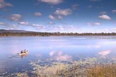 Kanu in der tropischen Paradieserfahrungsfreiheit Lizenzfreie Stockfotos