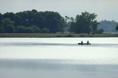 Kanu mit Fischern Lizenzfreies Stockbild