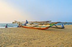 Kanu Sri Lankan auf dem Strand von Negombo Lizenzfreie Stockfotografie