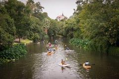 Kanufahrer auf San Antonio River Stockbilder