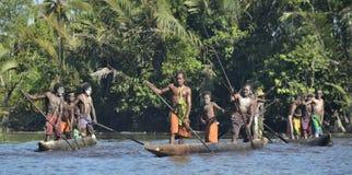 Kanukriegzeremonie der Asmat Leute Stockfoto
