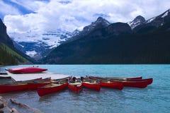 Kanus auf See Lizenzfreie Stockfotos