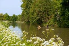 Kanus in der Landschaft stockfoto