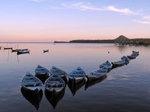 Kanus im Sonnenuntergang Stockfoto