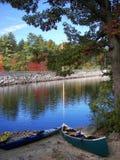 Kanus in See Massabesic stockfoto