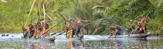 Kanus von Asmat-Leuten Stockbild