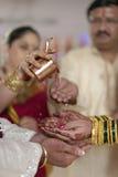 Kanya Daan Ritual i indiskt hinduiskt bröllop arkivbild
