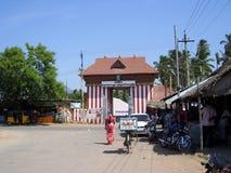 Kanyakumari Tamil Nadu, Indien - Oktober 8, 2008 färgrik port av den Nagaraja templet, Nagercoil Fotografering för Bildbyråer