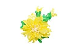 Kanzashi Fiore artificiale giallo isolato su fondo bianco Fotografie Stock