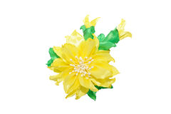 Kanzashi Flor artificial amarela isolada no fundo branco Fotos de Stock