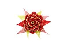 Kanzashi Röd gul konstgjord blomma som isoleras på den vita backgroen Arkivbild