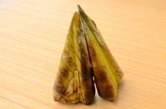 Kao Niew Ping ist Name des gegrillten eingewickelten Bananenblattes des klebrigen Reises Stockfoto