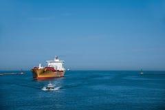 Kaohsiung hamn från anslutningens skepp Arkivbilder