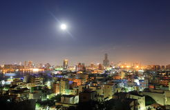Kaohsiung i stadens centrum nattcityscape Kaohsiung Taiwan Arkivfoton