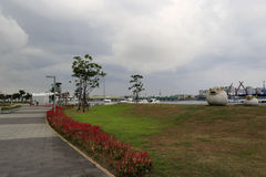 Kaohsiung port parkerar i molnig dag Arkivfoto