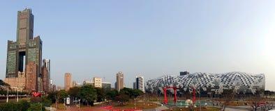 Kaohsiung utställningmitt och Tuntex torn Royaltyfri Bild