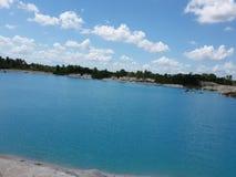 Kaolin blå sjö Arkivbild