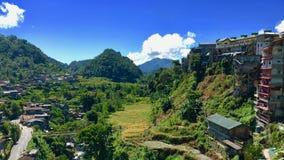 Kaotiska byggnader framme av löneförhöjningterrasserna Banaue, Filippinerna royaltyfria foton