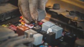 Kap van de auto - elektrische zekeringen, elektro bedrading royalty-vrije stock afbeeldingen