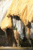 Kapać Osłupiałą fontannę Réotier, francuski Hautes-Alpes zdjęcie royalty free