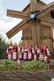 Kapacitet av nationell ukrainsk kör på en handelmässa i Velyki Srorochintsy arkivbilder