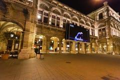 Kapacitet i Wien statoperahus i natt Royaltyfri Fotografi