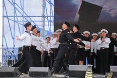 Kapaciteten av dansare, kör och solister av helheten av sången och dans av Black Sea den sjö- flottan (Sevastopol, Krim Arkivfoton