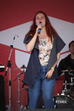 Kapaciteten av den populära sångaren Anna Malysheva och mintkaramellen för popmusikband Arkivbild