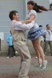 Kapaciteten av tillskyndare och dansare av helheten av den historiska dräkt- och dansimagen Viva Royaltyfri Fotografi