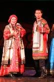 Kapaciteten på etappen av skådespelare, solister, sångare och dansare av rysssången för nationell teater Arkivbild