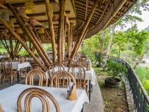 Kapal Bambu restaurang i Ecolodge Bukit Lawang, Indonesien arkivbild