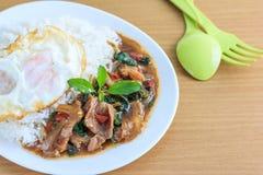 Kapao mu (thailändsk mat) Arkivfoton
