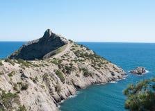 Взгляд скалистой накидки Kapchyk, Крыма Стоковая Фотография RF