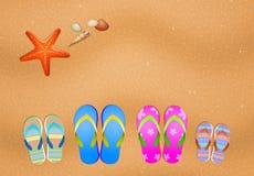 Kapcie dla rodziny na plaży royalty ilustracja