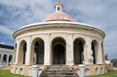 Kapel in begraafplaats. Stock Foto