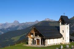 Kapel in de bergen van Zwitserland Stock Foto's