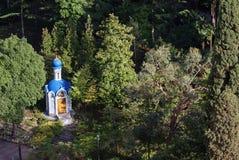 Kapel in het hout, de stad van Sotchi Royalty-vrije Stock Afbeelding