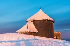 Kapel Lawrence op de hoogste berg Snezka Stock Fotografie
