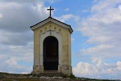 Kapel op de calvary heuvel, stock fotografie