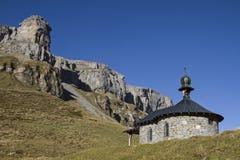 Kapel op Klausen-pas stock fotografie