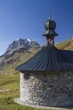 Kapel op Klausen-pas royalty-vrije stock afbeelding